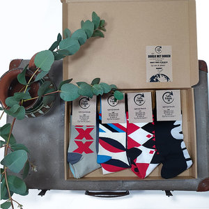 Box 4 paar Mismatched Bamboe Sokken Pijl